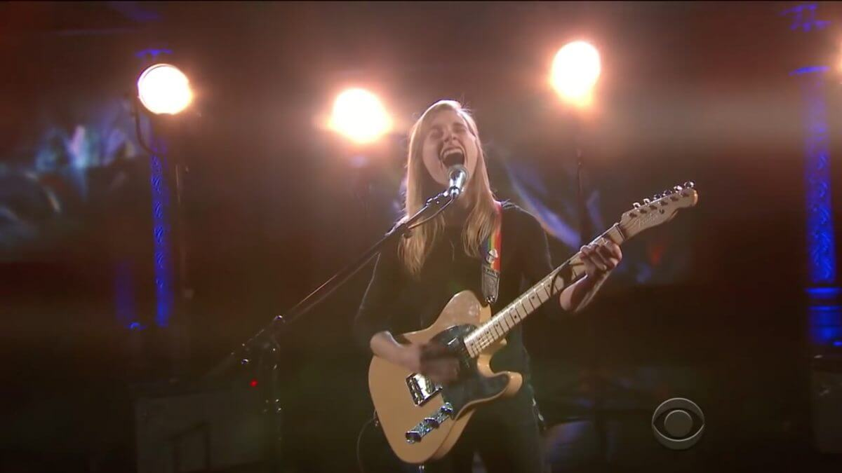 "VIDEO : Julien Baker – ""Turn Out The Lights"", From ""The Late Show With Stephen Colbert"""
