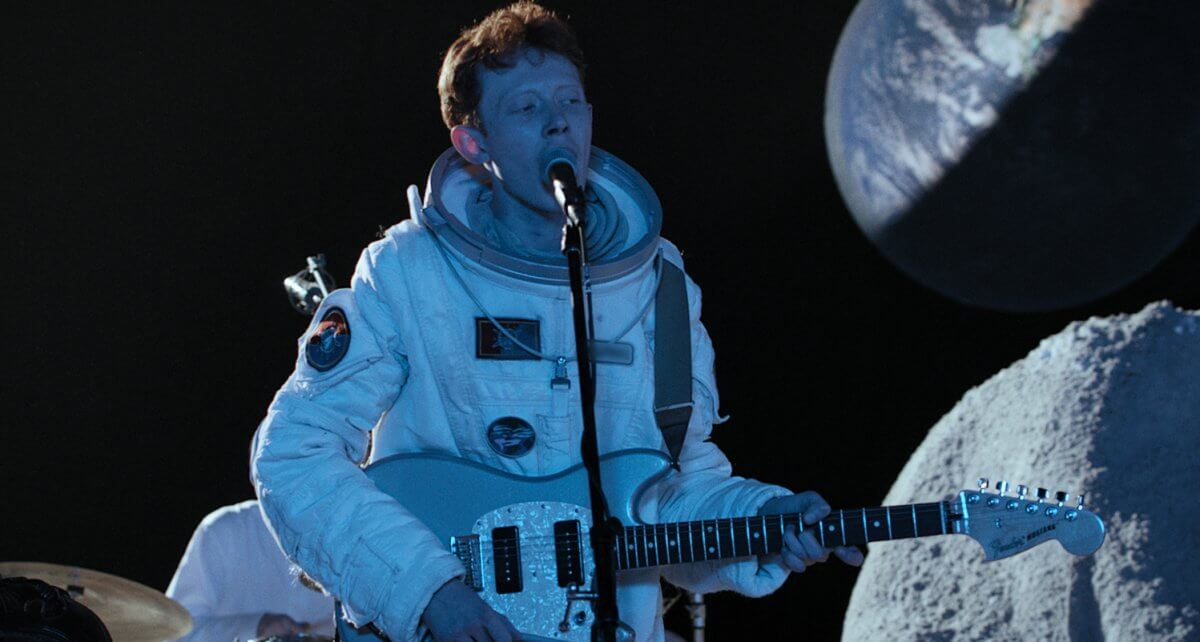 VIDEO: King Krule – Live On The Moon